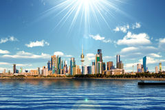 Kuwait-Skyline und Hafen Stockfotografie
