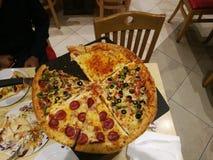 Kuwait stor pizza arkivbilder