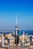 Kuwejt Miasto obejmował współczesną architekturę Obrazy Stock
