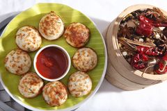 Kuzhipaniyaram, bola formó las tortas fritas cacerola, Gunta Ponganalu fotos de archivo libres de regalías