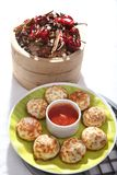 Kuzhipaniyaram, bola formó las tortas fritas cacerola, Gunta Ponganalu fotos de archivo