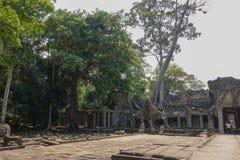 Kvadrat i tempelområdet av den Bayon templet på Angkor Thom arkivbilder