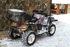 Kvadratcykel för vintern ATV-hjul och spår Royaltyfri Foto