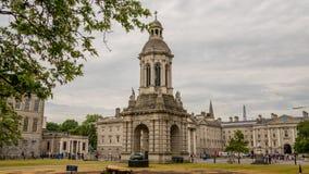 Kvadraten eller borggården i Treenighethögskola i Dublin royaltyfria foton