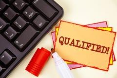Kvalificerad Motivational appell för ordhandstiltext Affärsidé för att auktoriserade revisorn ska utföra ett kompetent erfaret sk arkivbild
