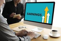 KVALITET för FÖRTJÄNSTER för affärsmanSuccess Increase TILLVÄXT förbättrar Yo Arkivfoto