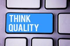 Kvalitet för funderare för ordhandstiltext Affärsidé för att tänka av lyckade idéer för innovativa värdefulla lösningar Arkivbilder