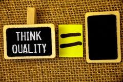 Kvalitet för funderare för textteckenvisning Begreppsmässiga foto som tänker av lyckade idéer för innovativa värdefulla lösningar Arkivbild