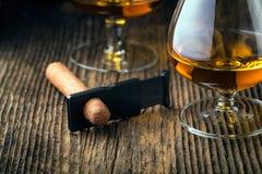 kvalitets- cigarrer och konjak royaltyfria bilder