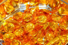 Kvalitets- gatakolaencentmynt Populär chokladsötsaker eller godis som fortfarande göras av Nestle i guld- omslag i tennet Arkivfoton