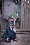 Kvarlämnad gammal kvinna och barn Fotografering för Bildbyråer