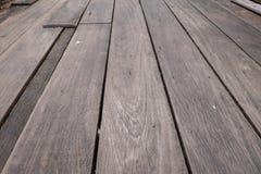 kvarnsten på det wood golvet arkivbild