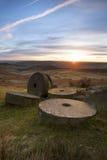 Kvarnstenar på solnedgången Royaltyfri Fotografi