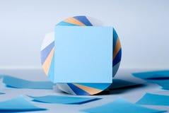 Kvarter av ark för anmärkningar med ett tomt ark av blått Royaltyfri Foto