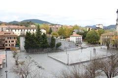 Kvarter av byggnad, lägenheter, det bostads- huset, stad parkerar Royaltyfri Foto