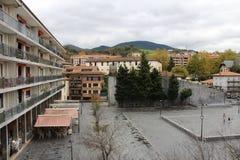 Kvarter av byggnad, lägenheter, det bostads- huset, stad parkerar, dalen Royaltyfri Bild