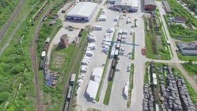 Kvarter och trä för lagerlagringsbyggnad arkivfilmer