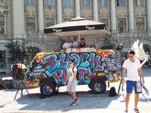 Kvarterparti i den Universitatii fyrkanten i Bucharest, Rumänien Royaltyfri Foto