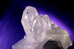 Kvarts Crystal Purple Background Royaltyfria Bilder