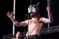 Kvelertak ciężkiego metalu muzyczny zespół wykonuje w koncercie przy ściąganie ciężkiego metalu festiwalem muzyki fotografia royalty free