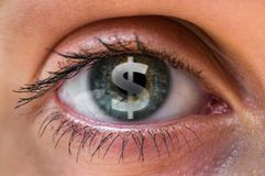 Kvinnaöga med dollar- eller pengarsymbol inom royaltyfri foto