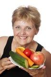 Kvinna (67 gammala år) med frukter och grönsaker Arkivfoton