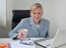 Kvinna affärsplan Arkivbilder
