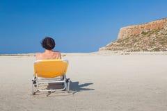 Kvinna alone på stranden 6 Royaltyfria Foton