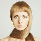 Kvinna blont hår - skönhetsalong Royaltyfria Foton