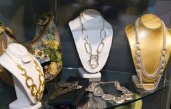 Kvinna Boutique för modetillbehör Royaltyfri Foto