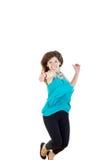 Kvinna- eller flickabanhoppning med tummen upp av upphetsat för glädje som isoleras på Royaltyfri Foto