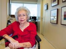 kvinna för åldringögonfokus royaltyfri foto