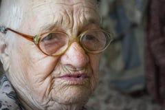 kvinna för åldringögonfokus Omsorgåldring Royaltyfri Bild