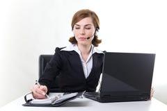 kvinna för affärshörlurar med mikrofonPC Arkivfoton