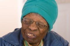 kvinna för afrikansk amerikanmedborgarepensionär Arkivbilder