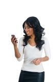 kvinna för afrikansk amerikanmeddelandeavläsning Royaltyfri Bild