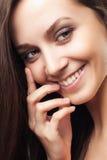 Kvinna för attraktiv ung glamour för skönhetstående sund le arkivbilder