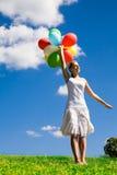 kvinna för ballonggruppholding Royaltyfri Foto