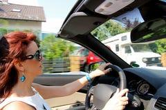 kvinna för bilkörning Fotografering för Bildbyråer