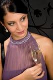 kvinna för deltagare för champagneklänningdrink glass fotografering för bildbyråer