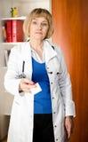 kvinna för doktor för affärskort mogen Royaltyfri Fotografi