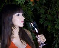 kvinna för drinkyttersidared Royaltyfria Bilder