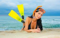 kvinna för dykningflippersnorkel royaltyfria bilder
