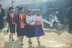 Kvinna för etnisk minoritet fyra, på den gamla Dong Van marknaden Royaltyfria Bilder