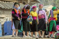Kvinna för etnisk minoritet fyra, på den gamla Dong Van marknaden Royaltyfri Fotografi