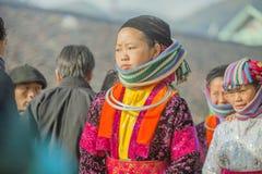 Kvinna för etnisk minoritet på den gamla Dong Van marknaden Royaltyfria Foton