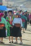Kvinna för etnisk minoritet, på den gamla Dong Van marknaden Royaltyfri Foto