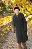 kvinna för fallparkpensionär Arkivfoton