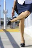 kvinna för höga ben för häl sur Arkivbild