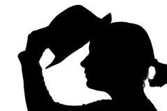 kvinna för hattputtingasilhouette Royaltyfria Foton
